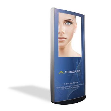 En aluminium brossé. Le totem pour affichage publicitaire interne pour le commerce de détail, personnalisé avec la marque d'Armagard sur un fond blanc avec une ombre